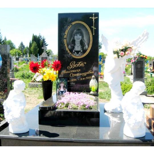 Мемориальный комплекс со скульптурами ангелов ts0195
