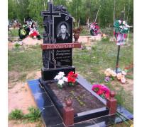 Памятник вертикальный с резным крестом и розами ts0159