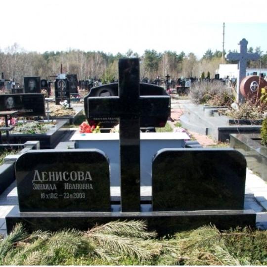 Памятник из гранита для двоих с крестом ts0240