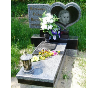 Памятник гранитный Сердце ребенку ts0245