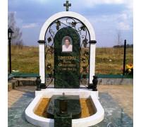 Мемориальный комплекс с аркой и крестом ts0152