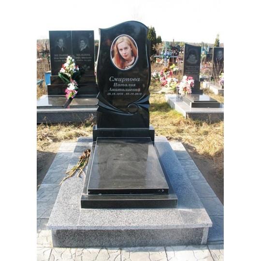 Фигурный памятник на могилу для женщины