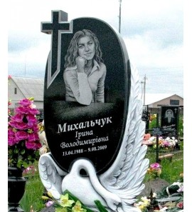 Памятники с птицами на кладбище