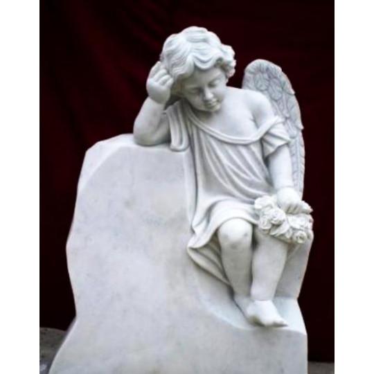 Скульптура ангелочка на камне ts0415