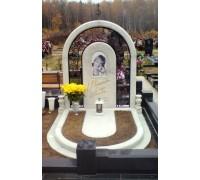 Надгробный памятник в форме Арки из светло-серого гранита