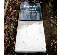 Надгробная плита на кладбище ts0054