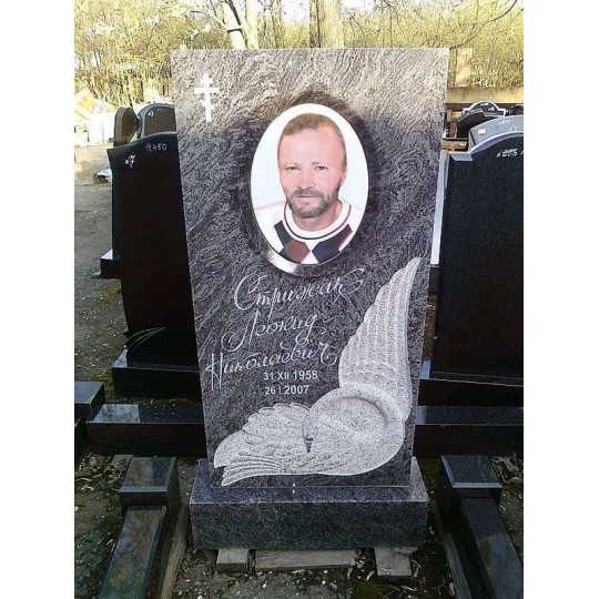 Памятник на могилу для мужчины с лебедем