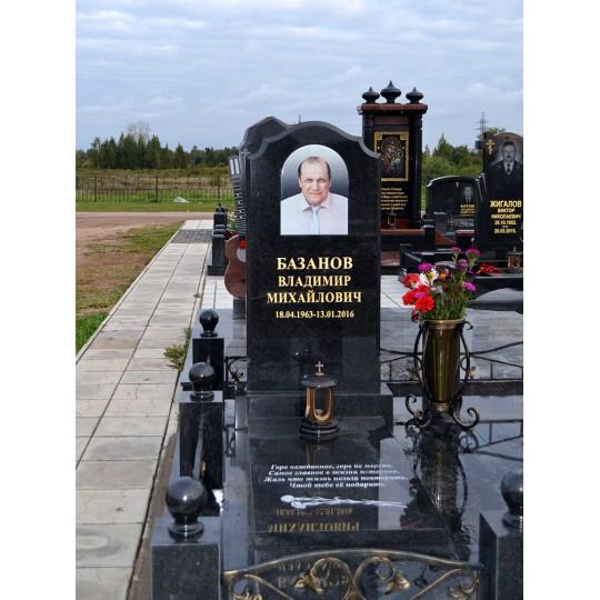 Мужской памятник из черного гранита на могилу
