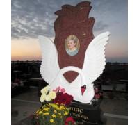 Памятник эксклюзивный резной с лебедем ts0085