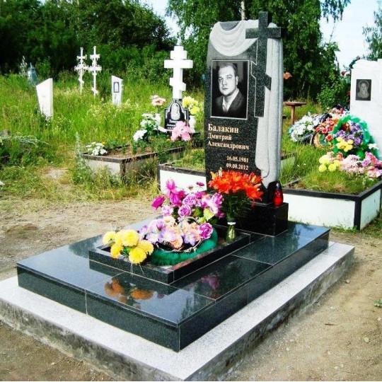 Памятник вертикальный резной с плащаницей ts0086