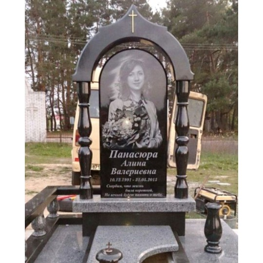 Памятник на могилу фигурная Арка из габбро-диабаза