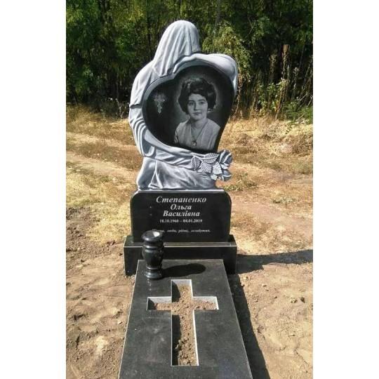 Надгробие Скорбящая мать с Сердцем и Розой