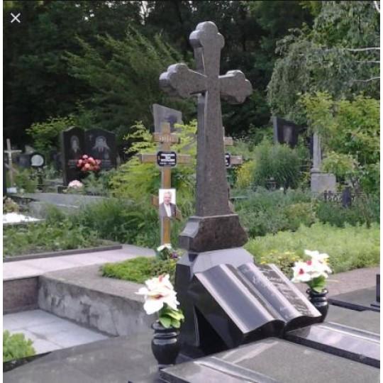 Памятник с Книгой и Крестом ts0502