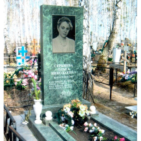Прямоугольный зеленый памятник на могилу