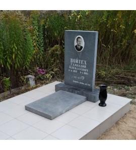 Прямоугольный памятник на могилу из мансуровского гранита