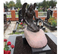 Памятник гранитный со скульптурой ангела ts0301