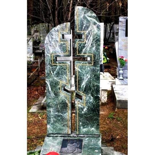 Зеленый памятник с Крестом на могилу
