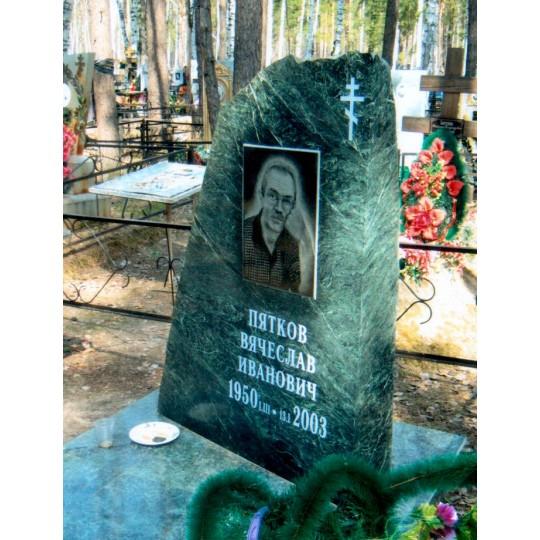 Зеленый памятник на могилу Скала