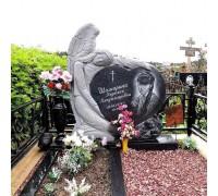Памятник гранитный в виде сердца с ангелом ts0129